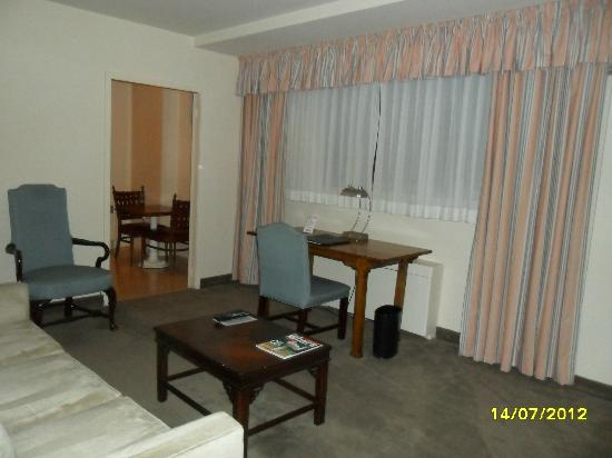 State Plaza Hotel: Living room