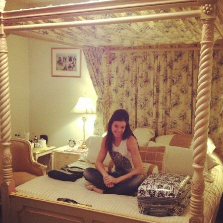 Pentre Mawr Country House: The bed