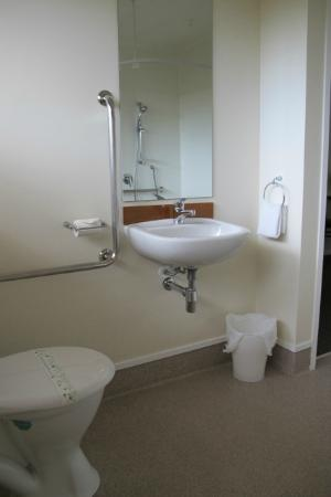 Waihi Motel: One of two bathroom sinks