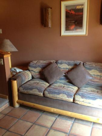 Red Cliffs Lodge: sofa area in suite