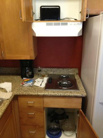 Residence Inn Baton Rouge Towne Center at Cedar Lodge: Cooking area