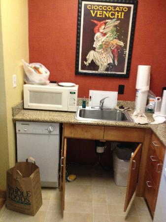 Residence Inn Baton Rouge Towne Center at Cedar Lodge: Microwave, dishwasher, and sink - fully stocked
