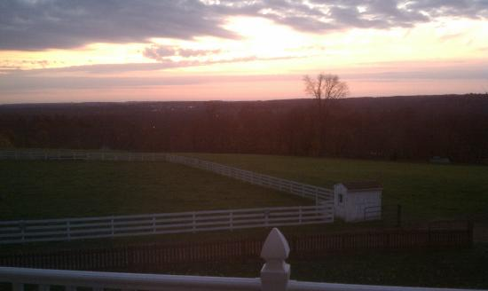Red Maple Inn Bed &amp; Breakfast: Sunrise from balcony of &quot;Valley View&quot; room 206. (Black out curtains darkened the room totally.)