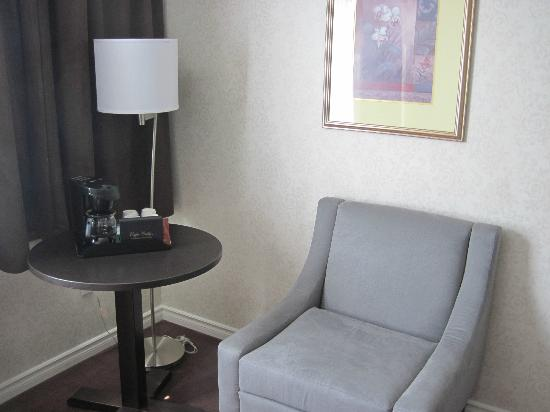 BEST WESTERN Primrose Hotel Downtown-Toronto: King bed non smoking