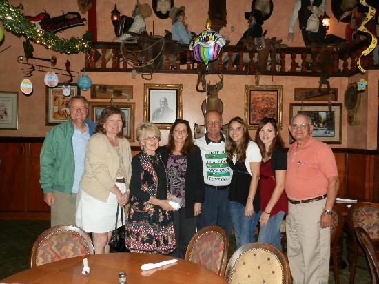 Mentone, CA: Birthday celebration with friends at our 'fav' restaurant!
