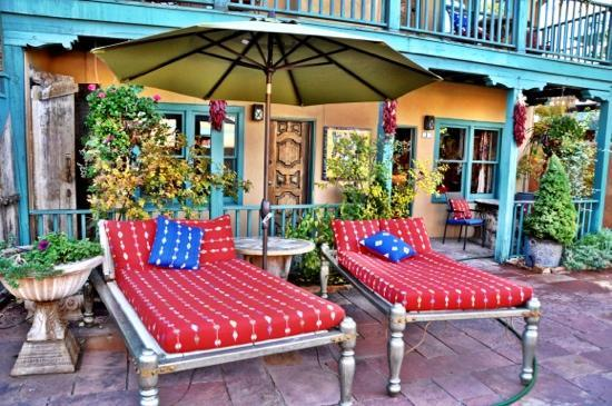 Inn of the Five Graces: outside in the patio !