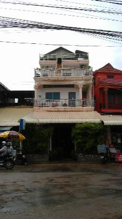 The Cashew Nut Guest House: Our room was on the first floor at the front (not the ground)