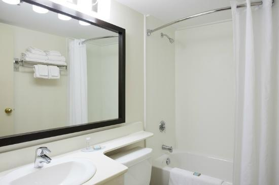 Travelodge Suites Dartmouth: Renovated Bathrooms