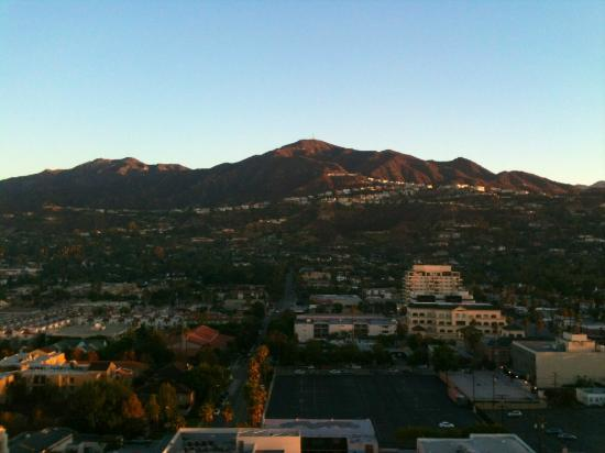Hilton Los Angeles North/Glendale & Executive Meeting Ctr: View from the top at sunrise