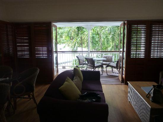 Mantra On The Inlet: Lovely balcony with fold back shutters & doors