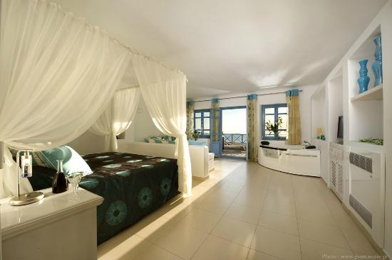 Photo of Absolute Bliss Imerovigli Suites