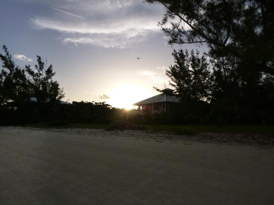 Green Turtle Cay: Bahama house at sunrise