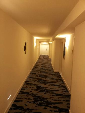 B Ocean Fort Lauderdale: Light corridors