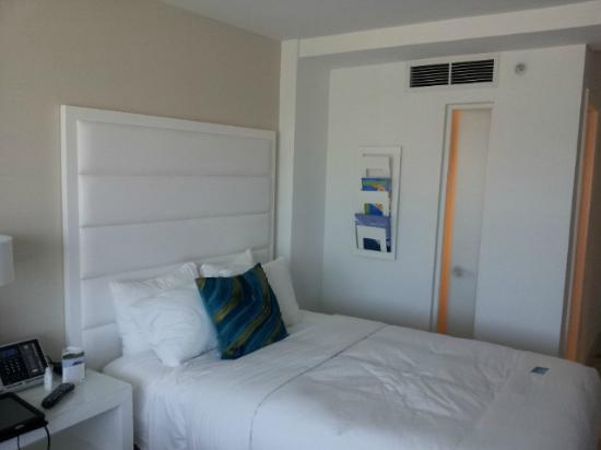 B Ocean Fort Lauderdale: Light and clean room