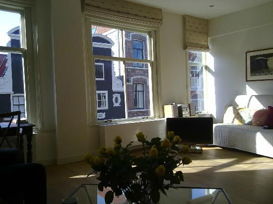 Brem's Apartments: Woonkamer