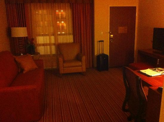 Embassy Suites Norman: Living Room