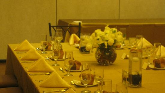 The Condor Hotel: our beautiful table in the ballroom