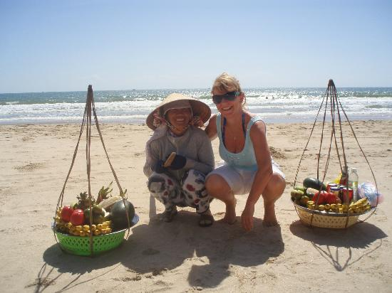 Mui Ne, : Beach seller - lovely lady