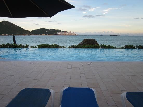 Sonesta Great Bay Beach Resort &amp; Casino: View from Infinity pool