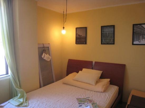 Nahbi Guest House for Backpackers: good room
