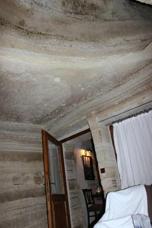 Terra Cave Hotel: ceiling of room 504