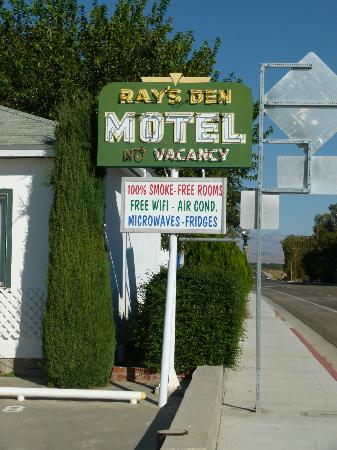 Ray's Den Motel: The Motel Sign