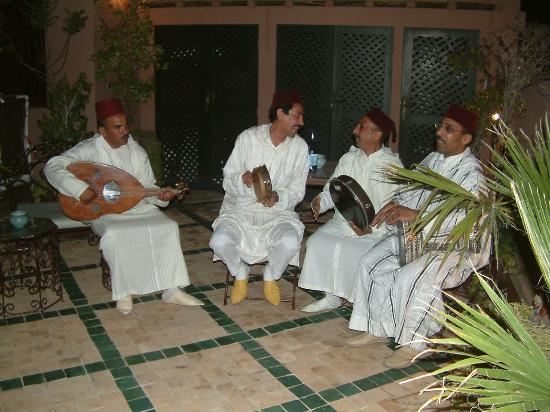 Les Jardins de Mouassine: Musician entertainment for birthday party