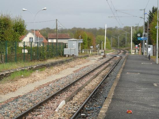 Le Chene Gris: Train track just outside site