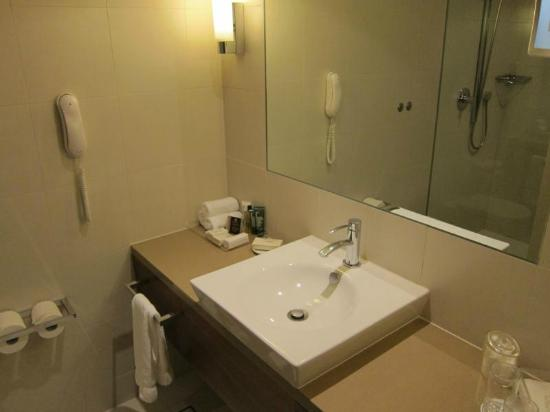 Hilton Brisbane: Clean bathroom