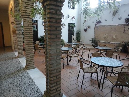 Hotel de los Faroles: Patio