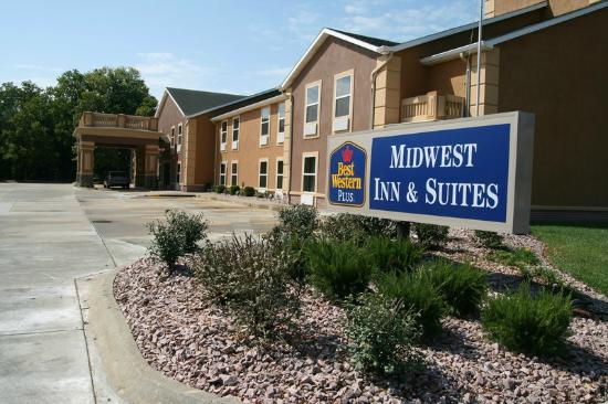 Photo of BEST WESTERN PLUS Midwest Inn & Suites Salina
