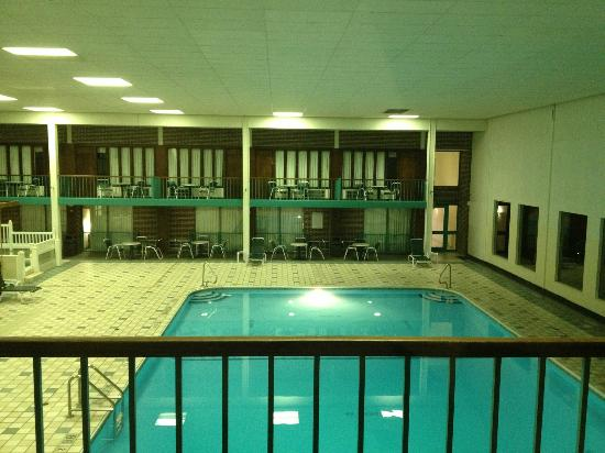 Clarion Highlander Hotel and Conference Center: Indoor swimming pool view from room