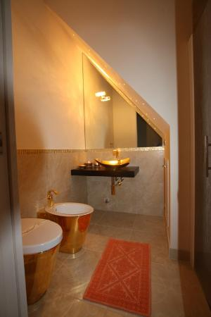 Antica Dimora alla Rocca: Our bathroom