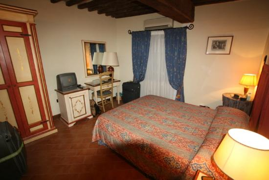 Antica Dimora alla Rocca : Our bedroom
