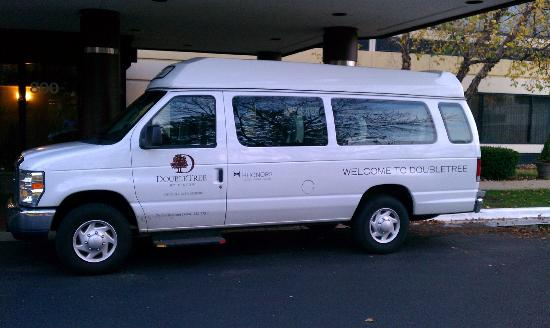 DoubleTree by Hilton Hotel Chicago - Schaumburg: Shuttle van