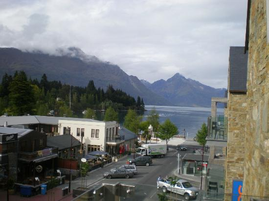 Nomads Queenstown Backpackers: view from private room&#39;s balcony