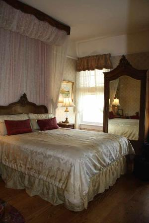 Ink House Bed &amp; Breakfast: The French Room