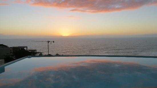 52 De Wet: Sunset from pool area