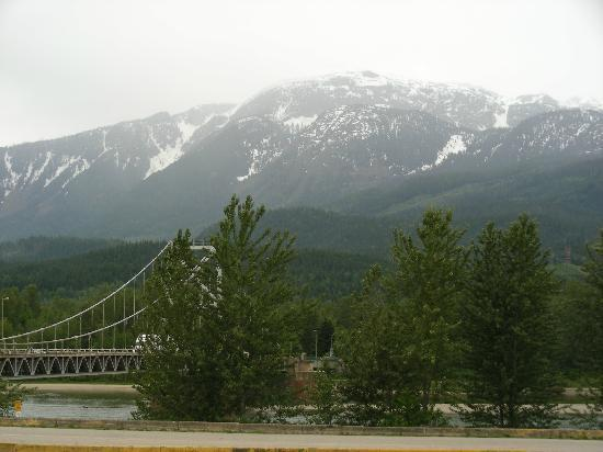 Canyon Motor Inn: Revelstoke Mountains