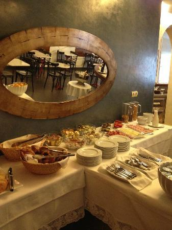 Carmen Hotel : Breakfast buffet 