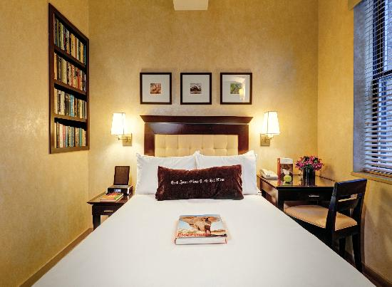 Library Hotel: Petite Room with one full bed