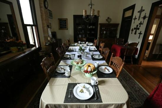 O&#39;Casey&#39;s Bed and Breakfast: Dining room