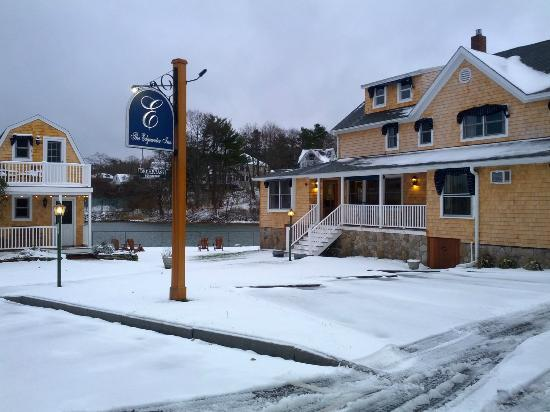 The Edgewater Inn : Exterior Snow