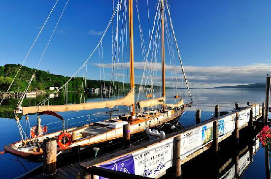 Finger Lakes Wine Country Region, Nueva York: Sail aboard a vintage schooner