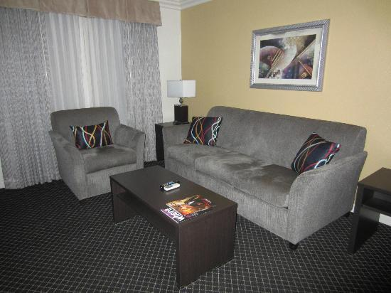 Alexis Park Resort: living room area (otherside of bedroom)