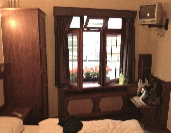 Postiljon: blurry pic of our room