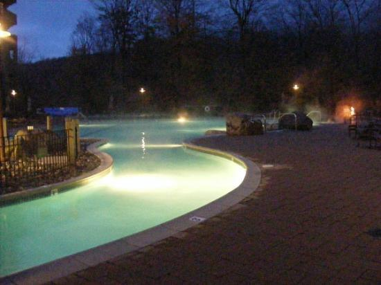 Stowe Mountain Lodge: Pool- starts from inside of the building