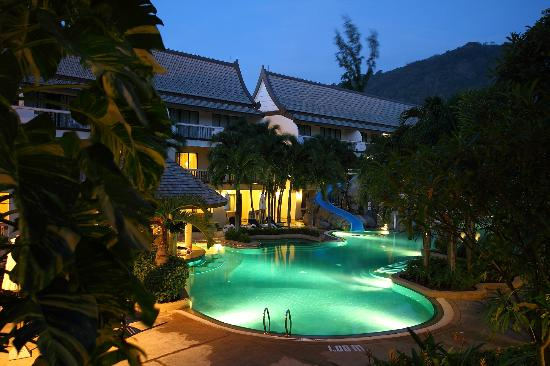 "Centara Kata Resort Phuket: Pool area ""by nite"""