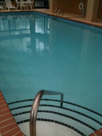 Quality Inn Goodlettsville: Clean heated pool