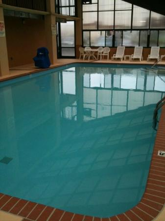 Quality Inn Goodlettsville: Heated indoor pool